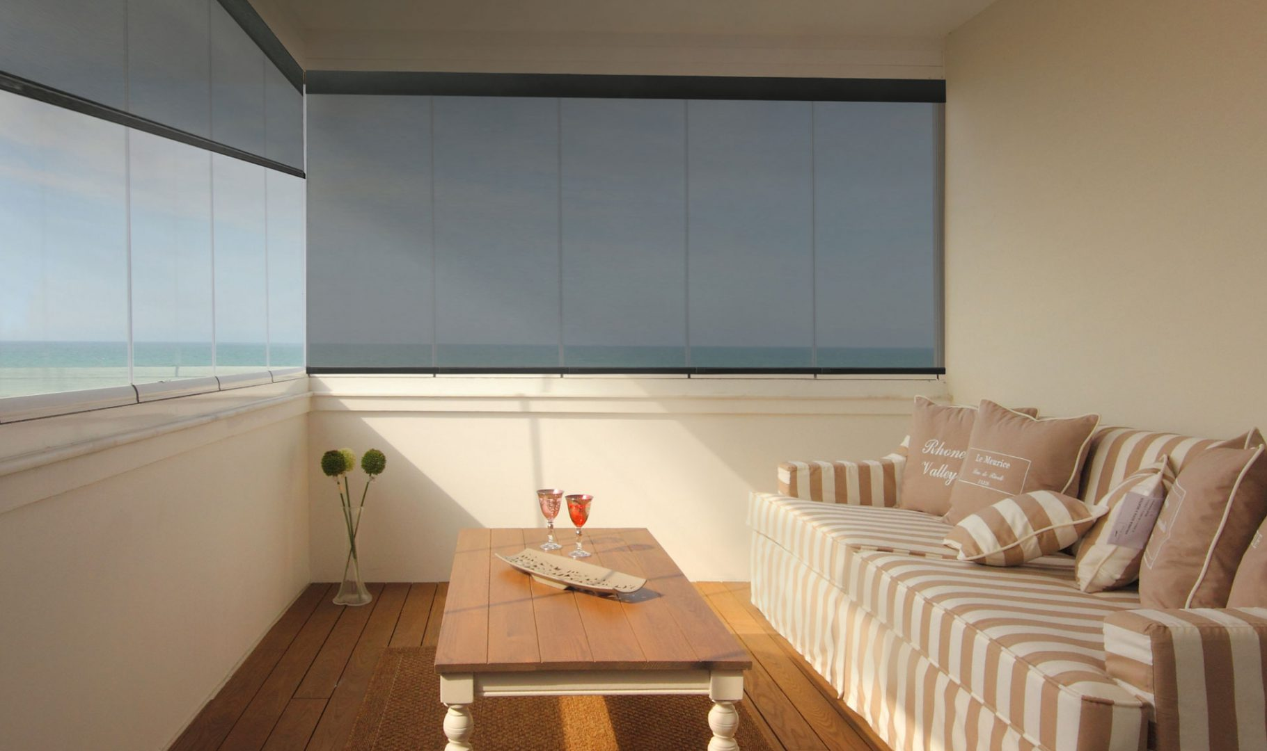 Easy-to-operate cordless solar shades for large windows